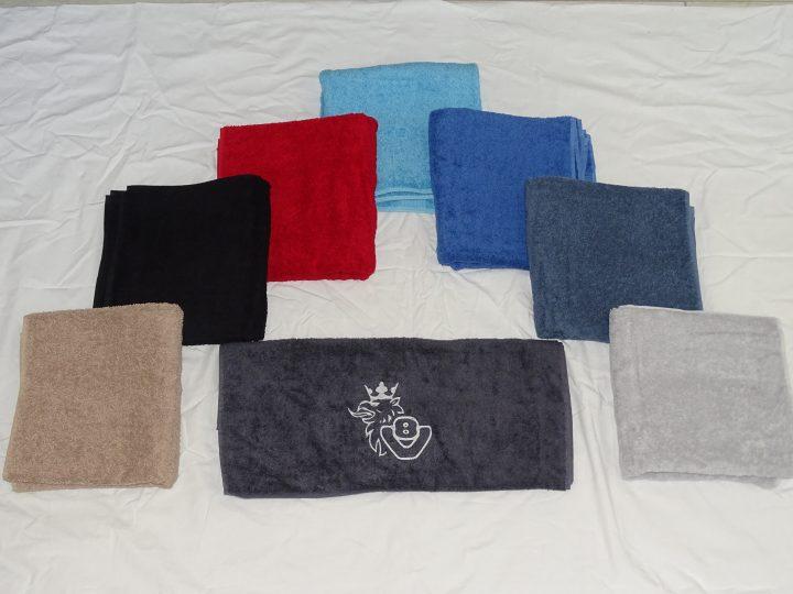Handdoek met V8 logo